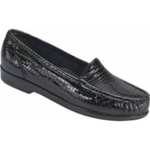 SAS Simplify Crocodile Print Patent Loafers  EUC